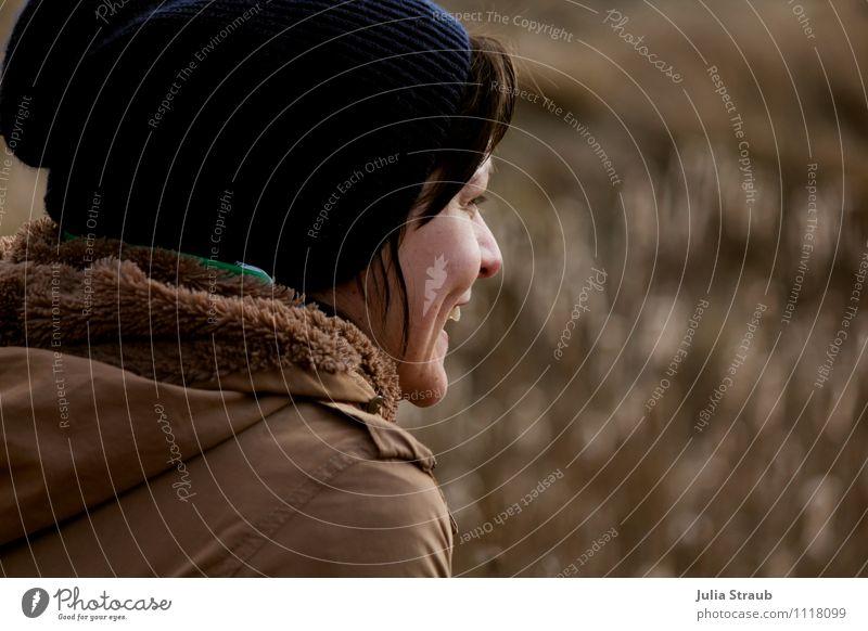 freude feminin Frau Erwachsene 1 Mensch 30-45 Jahre Jacke Mütze brünett glänzend lachen Fröhlichkeit Freude Glück Gelassenheit braun blau Farbfoto Tag