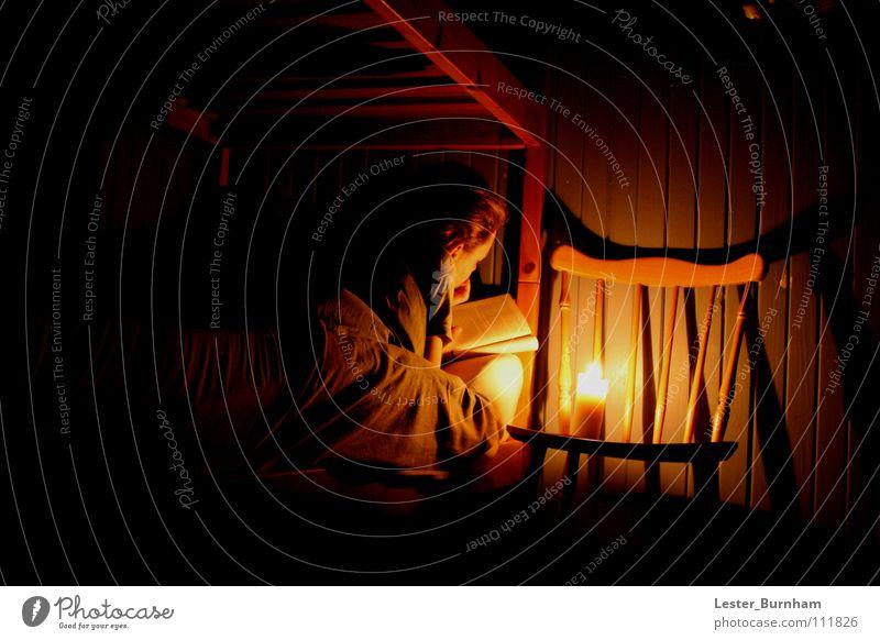 Gute Nachtgeschichte bei Kerzenschein Winter ruhig Wärme schlafen Bett Stuhl
