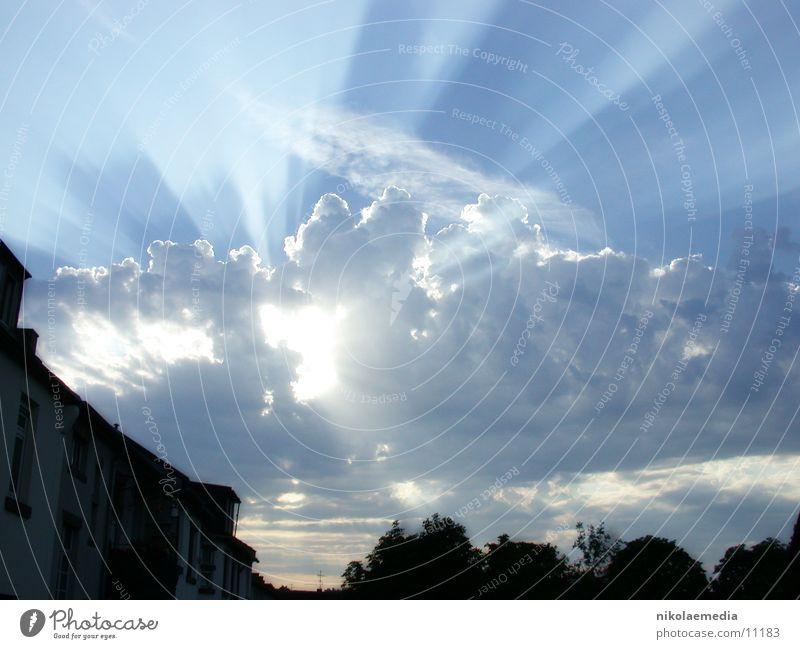 Abendhimmel Sonne Wolken Strahlung