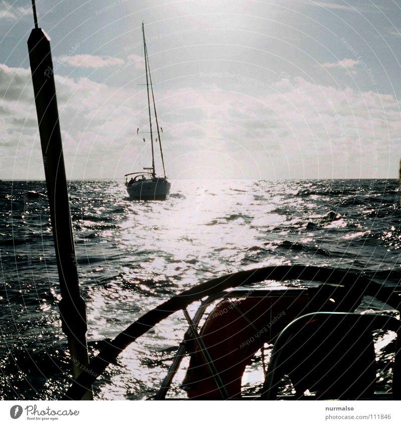 Guter Morgen V Regatta Motor Wasserfahrzeug Segelboot Sportboot Meer Gegenlicht Heck Schiffsbug Reling Licht See Wolken Schifffahrt Luft Naturgewalt ökologisch