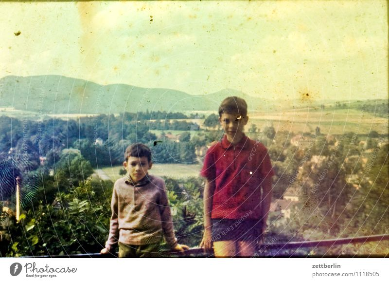 Thomas und Lutz, 1971 Kind Junge Ferien & Urlaub & Reisen Reisefotografie Landschaft Hügel Horizont früher Kindheit Kindheitserinnerung jugend Vergangenheit