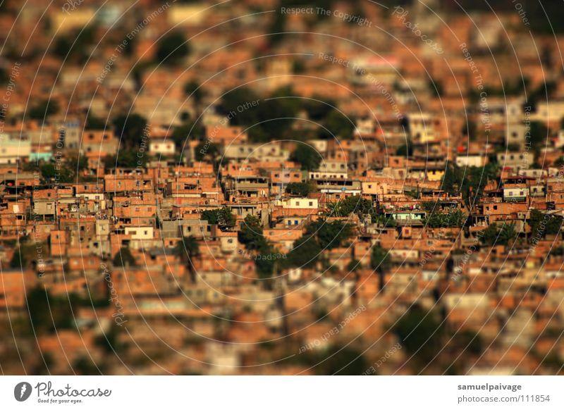Stacked up Elendsviertel BH Häusliches Leben Samuel Gê favela casas homes tilt shift serra landscape Tilt-Shift