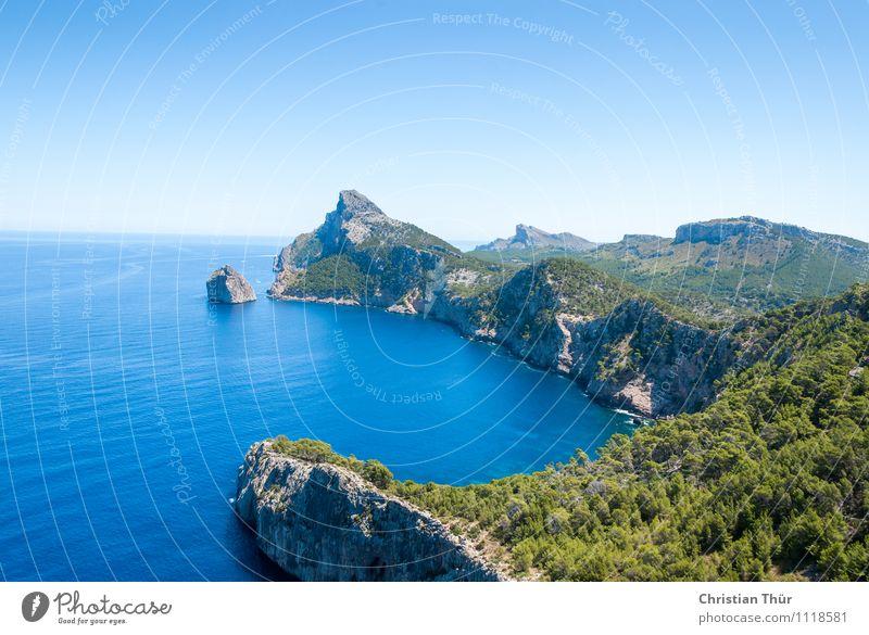 Bucht am Meer Himmel Natur Ferien & Urlaub & Reisen Sommer Wasser Sonne Baum Erholung Landschaft ruhig Freude Ferne Berge u. Gebirge Umwelt Küste