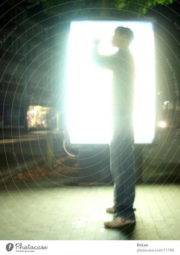 da leuchtet er.... Neonlicht Licht Mann Kerl Langzeitbelichtung Bildschirm überblendung Typ hell