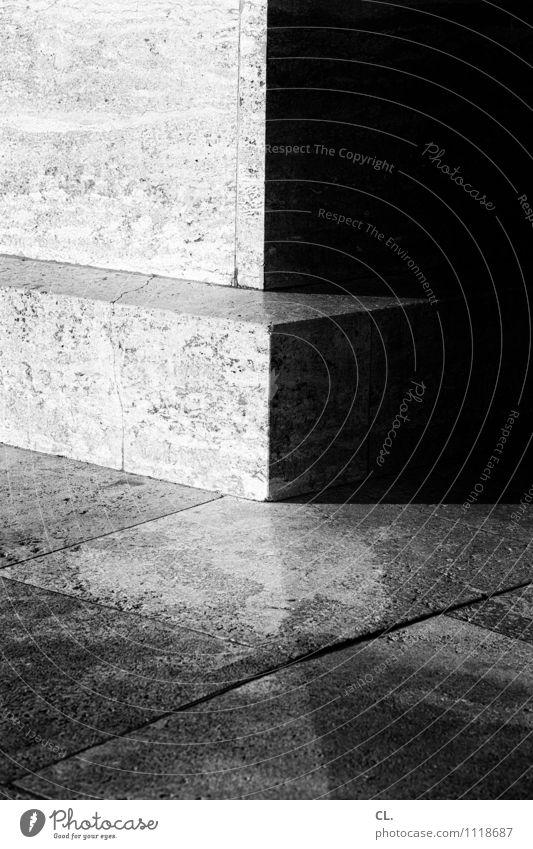 ecken und kanten Mauer Wand Boden Ecke Stein dunkel eckig hell Kontrast Schwarzweißfoto Außenaufnahme Nahaufnahme Detailaufnahme Menschenleer Tag Licht Schatten