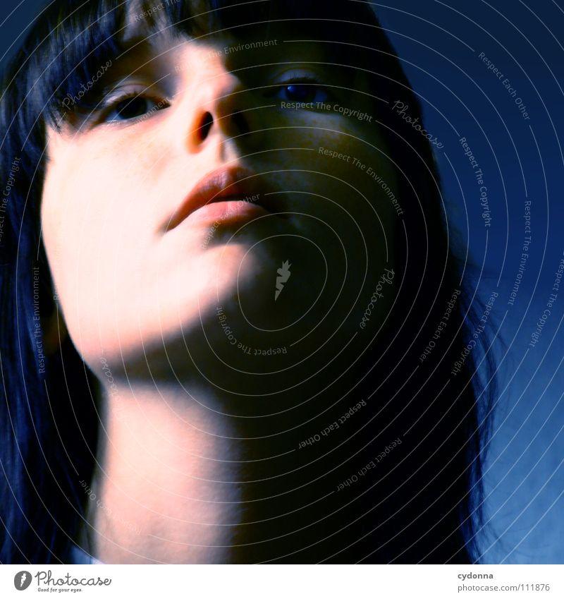 Feeling so blue Frau Mensch Natur blau schön schwarz feminin dunkel Gefühle Stil Traurigkeit Denken Mund natürlich Beautyfotografie retro
