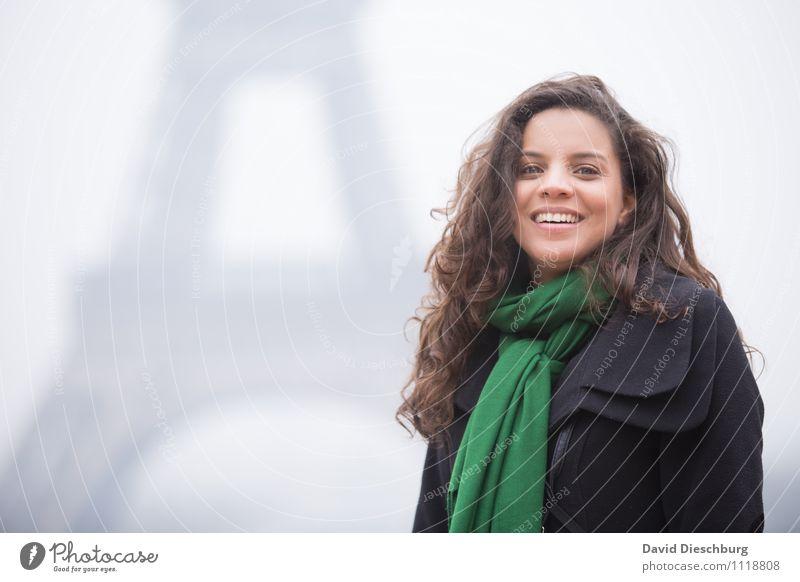 In Paris Ferien & Urlaub & Reisen Tourismus Sightseeing Städtereise feminin Frau Erwachsene Kopf Gesicht 1 Mensch 18-30 Jahre Jugendliche Hauptstadt