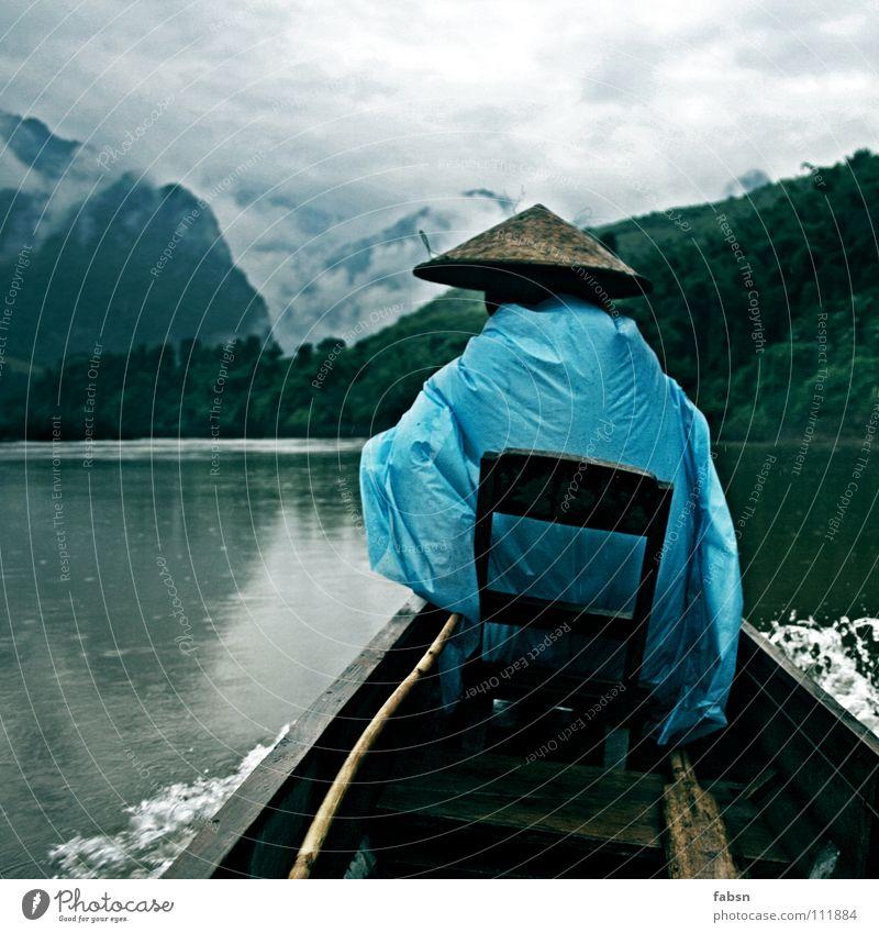 VOLLMOND Berge u. Gebirge Wasser Wolken schlechtes Wetter Regen Urwald Bach Fluss Wasserfahrzeug Hut Holz einfach Schutz Fahrer Laos praktisch Regenmantel