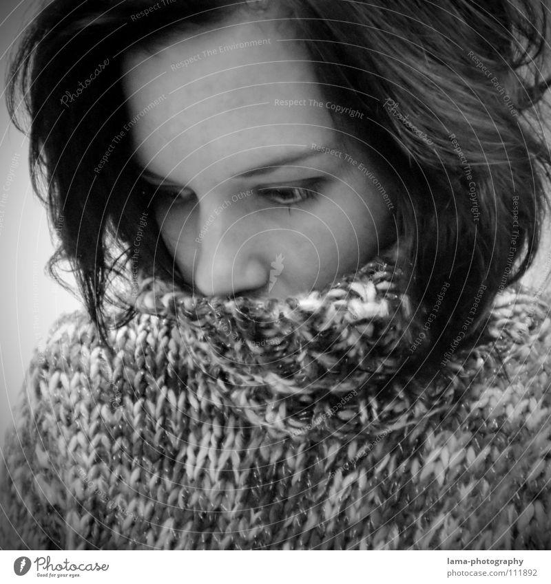 Noirceur Frau Junge Frau Einsamkeit ruhig Gesicht Auge Traurigkeit Denken Haare & Frisuren gehen Angst Trauer Schmerz Verzweiflung Gedanke Seele