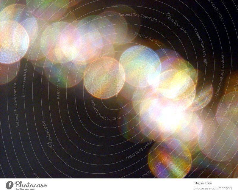 ich kann auch nix dafür... Licht regenbogenfarben schwarz Kreis aufeinander Makroaufnahme Nahaufnahme Farbe rainbow color bunt und rund Reflexion & Spiegelung