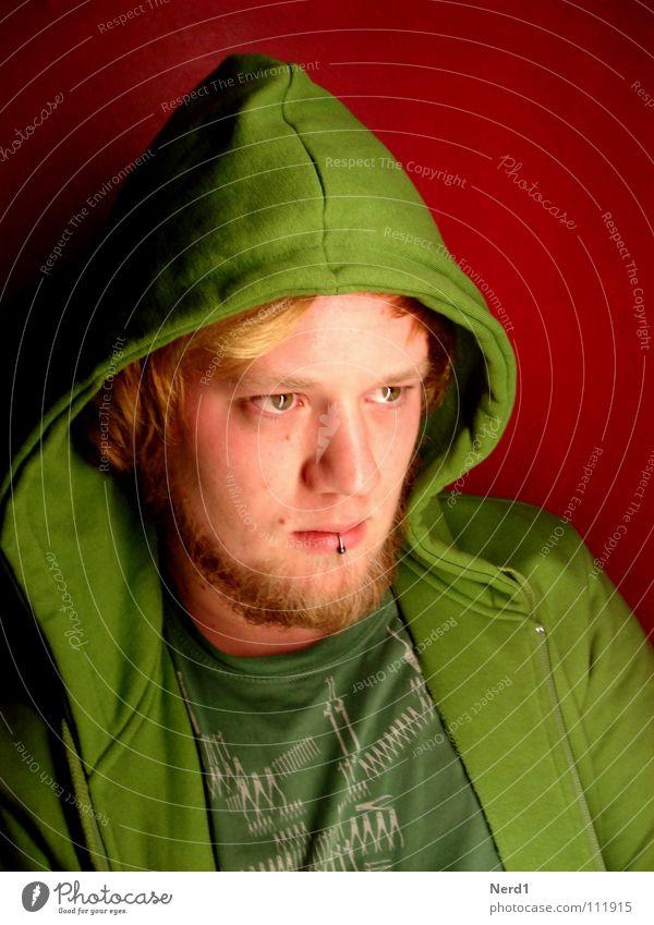 Angry?am i? grün Mann Kapuze rot Konzentration Auge Gesicht Blick Wegsehen Männergesicht Piercing blond Kinnbart Kapuzenjacke ernst beobachten ausdruckslos