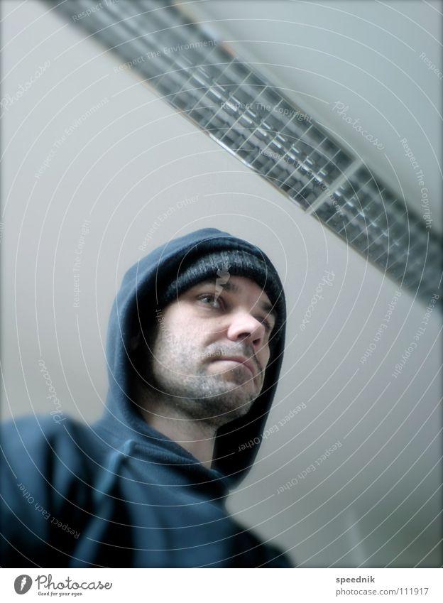 absteigende Diagonale II Mann blau weiß Winter ruhig Gesicht kalt Haare & Frisuren Kopf Traurigkeit Denken Innenarchitektur Metall Lampe Mund Nase