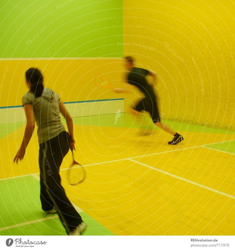 mach was! Frau Mann grün Freude gelb Sport Spielen Bewegung springen Gesundheit laufen Schilder & Markierungen Beginn Geschwindigkeit Erfolg Aktion