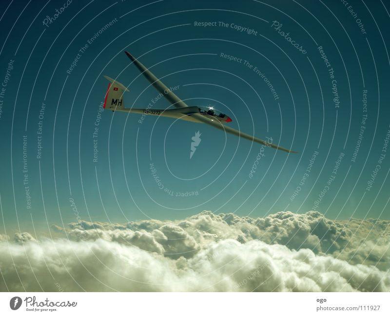 Walk on air Himmel weiß Wolken Sport Spielen Berge u. Gebirge träumen Wärme Luft Vogel Wellen Flugzeug fliegen frei Flugsportarten Freizeit & Hobby