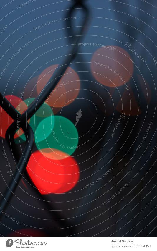 abendverkehr Verkehr Verkehrswege Straße Straßenkreuzung Brücke Ampel blau grau orange Maschendrahtzaun Drahtseil Kreis rund Straßenbeleuchtung Barriere gedreht