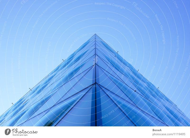 Kante Lifestyle Reichtum elegant Stil Design Wohnung Haus Himmel Wolkenloser Himmel Architektur Mauer Wand Fassade Fenster Glas ästhetisch Coolness eckig kalt