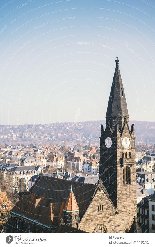 kurz vor zwölf Stadt Hauptstadt Altstadt überbevölkert Haus Kirche Bauwerk Gebäude Architektur Dach Wahrzeichen Denkmal alt Religion & Glaube Dresden Turmspitze