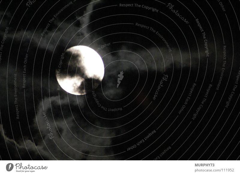 The Moon is shining down Nacht Wolken Nachtaufnahme Himmelskörper & Weltall Mond volle helle Scheibe schwarz wie die Nacht Vollmondnacht