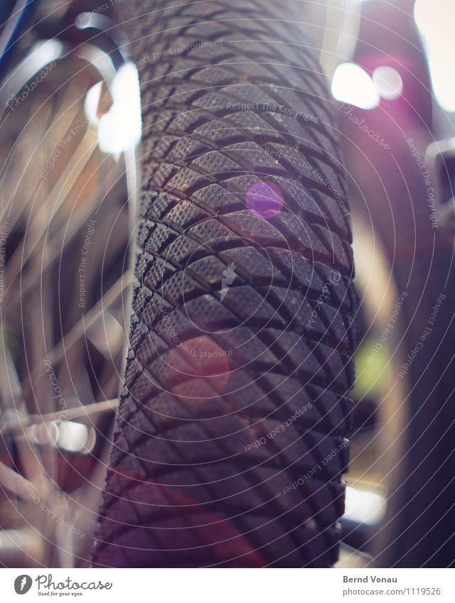 Profilfoto Sport Fahrrad rund blau grau rot schwarz BMX Reifen Linse Gummi Rad Speichen Felge Farbfoto Außenaufnahme Nahaufnahme Menschenleer Tag Sonnenlicht