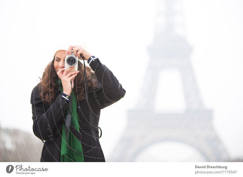 Fotografin am Eiffelturm Ferien & Urlaub & Reisen Tourismus Sightseeing Städtereise feminin Junge Frau Jugendliche Erwachsene Leben Körper Gesicht Arme Hand 1