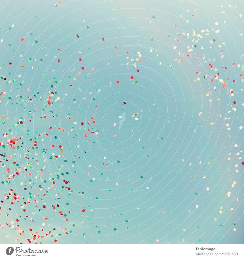 carnaval Spielen fliegen hell-blau Blauer Himmel Karneval Istres Provence Konfetti Regenbogen Feste & Feiern mehrfarbig rot weiß Südfrankreich Jahrmarkt Freude