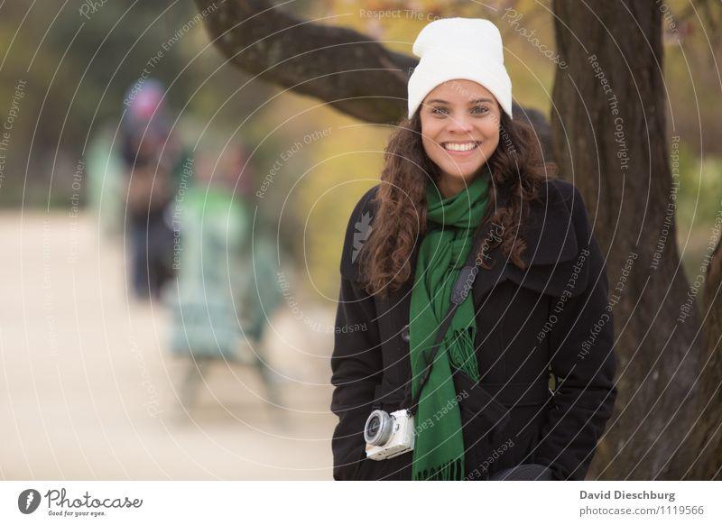 Fototour Ferien & Urlaub & Reisen Tourismus Sightseeing Städtereise Fotokamera feminin Frau Erwachsene Kopf Haare & Frisuren Gesicht Zähne 1 Mensch 18-30 Jahre