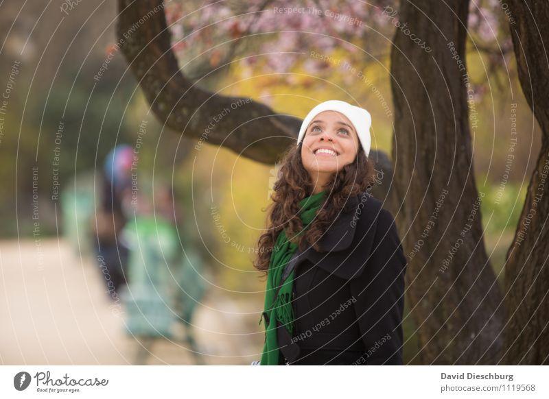 Aufblicken Mensch Frau Ferien & Urlaub & Reisen Jugendliche Pflanze Baum Tier 18-30 Jahre Erwachsene Gesicht Frühling feminin Glück lachen Garten Kopf