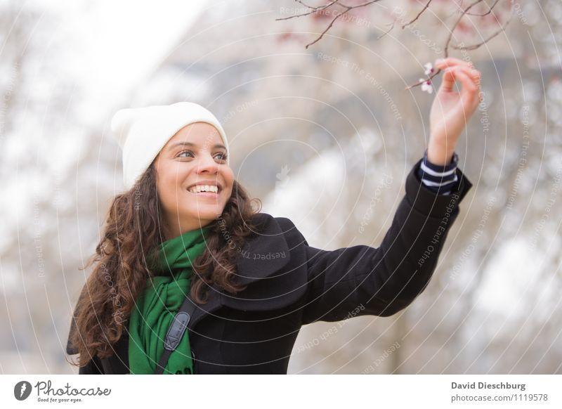 Endlich Frühling Mensch Frau Ferien & Urlaub & Reisen Jugendliche Pflanze Baum ruhig 18-30 Jahre Erwachsene Gesicht Blüte feminin Glück lachen Garten