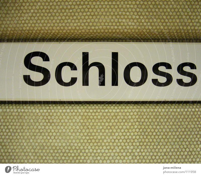 (k)ein Schloss grau träumen Deutschland Arme glänzend Armut Erfolg Schriftzeichen trist einfach Fliesen u. Kacheln U-Bahn Burg oder Schloss Reichtum Bahnhof Wort