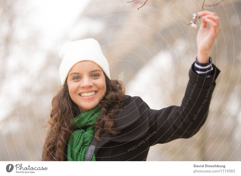 Pariser Frühling II Mensch Frau Jugendliche Pflanze Baum Hand Tier 18-30 Jahre Erwachsene Gesicht Blüte feminin Glück Garten Kopf