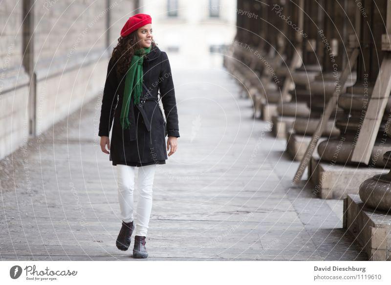 Entdeckungstour Mensch Frau Ferien & Urlaub & Reisen Jugendliche 18-30 Jahre Erwachsene feminin Glück Fassade Zufriedenheit Körper Tourismus Fröhlichkeit