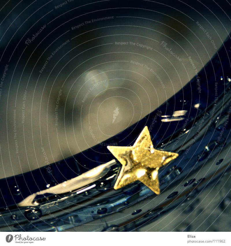Sternregen Weihnachten & Advent Wasser schön blau dunkel Herbst Feste & Feiern glänzend Glas Wassertropfen nass gold Stern (Symbol) nah Dekoration & Verzierung