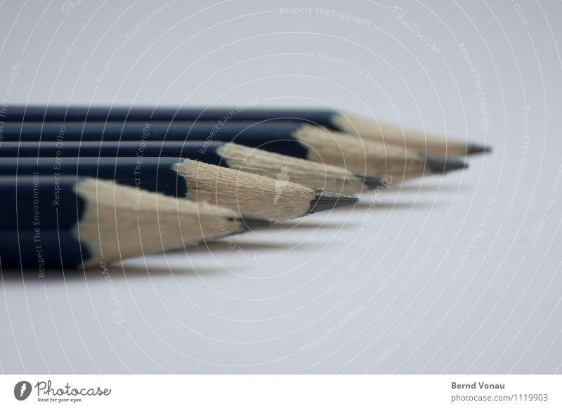 Tiefflieger Schreibwaren Papier Schreibstift hell Sauberkeit Spitze Richtung Dynamik rechts vorwärts mehrere 5 Holz Bleistift blau Graphit braun grau lackiert