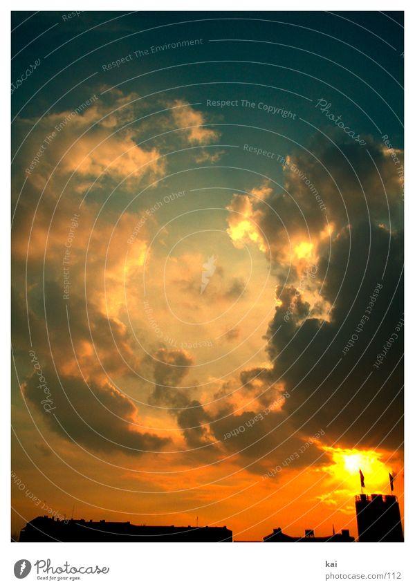 mal ganz was neues Himmel Sonne Stadt Haus Wolken Berlin Hochhaus Dach Abenddämmerung Sonnenuntergang Hochformat Wolkenhimmel Licht & Schatten