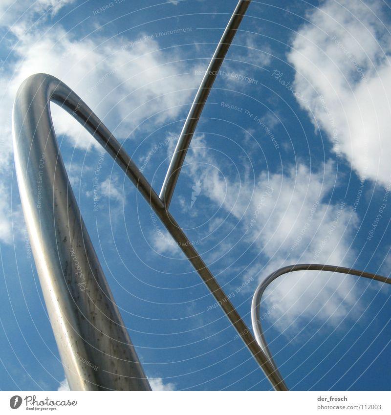 looping Wolken Skulptur Barcelona Himmel Kunst Kunsthandwerk Metall Eisenrohr silber Bogen placa de la carbonera Achterbahn