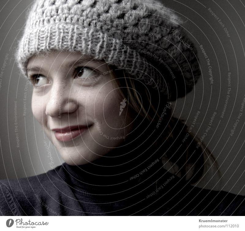 Ballonmützenmädchen Jugendliche Mädchen schön ruhig Glück träumen Mode Fröhlichkeit authentisch natürlich Mütze grinsen Gesichtsausdruck positiv Lächeln verträumt