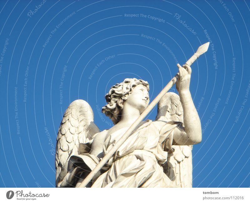 Engel in the sky Himmel blau Stein Engel Statue Skulptur himmelblau Wurfspieß Lanze Steinfigur