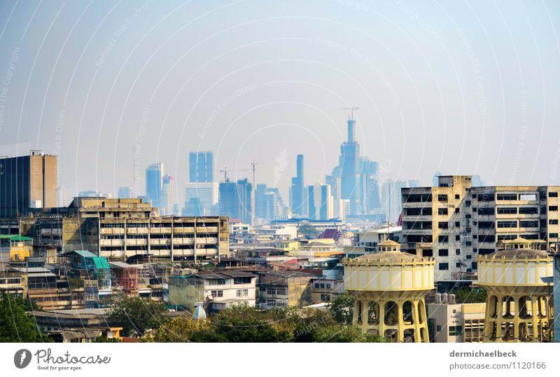 Bangkok Smog Skyline Tourismus Industrie Stadt Hauptstadt Stadtzentrum Haus Hochhaus blau gelb Ferne Farbfoto Außenaufnahme Menschenleer Textfreiraum oben Tag