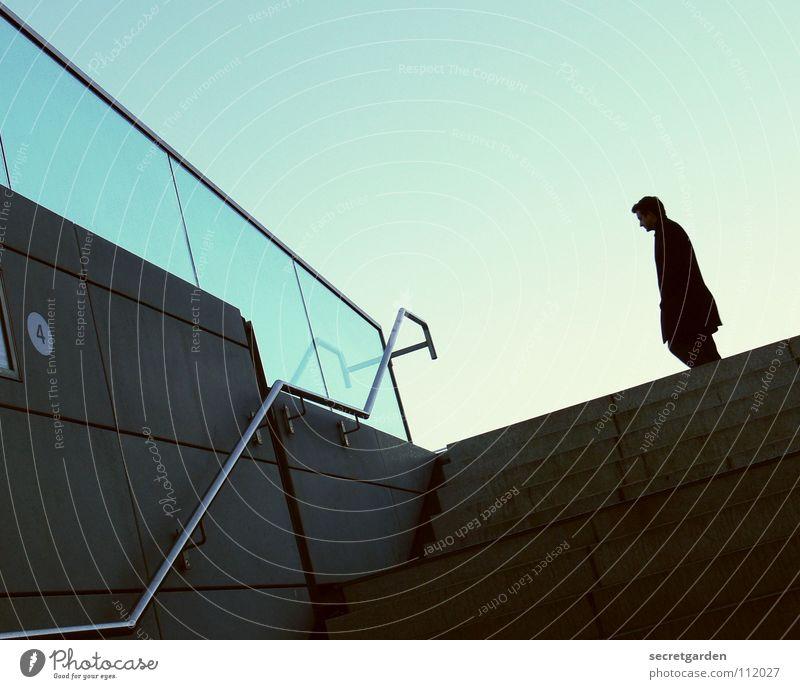 four Mensch Himmel Mann blau Sonne Sommer Winter Einsamkeit Raum Glas Schilder & Markierungen Beton Treppe modern Perspektive