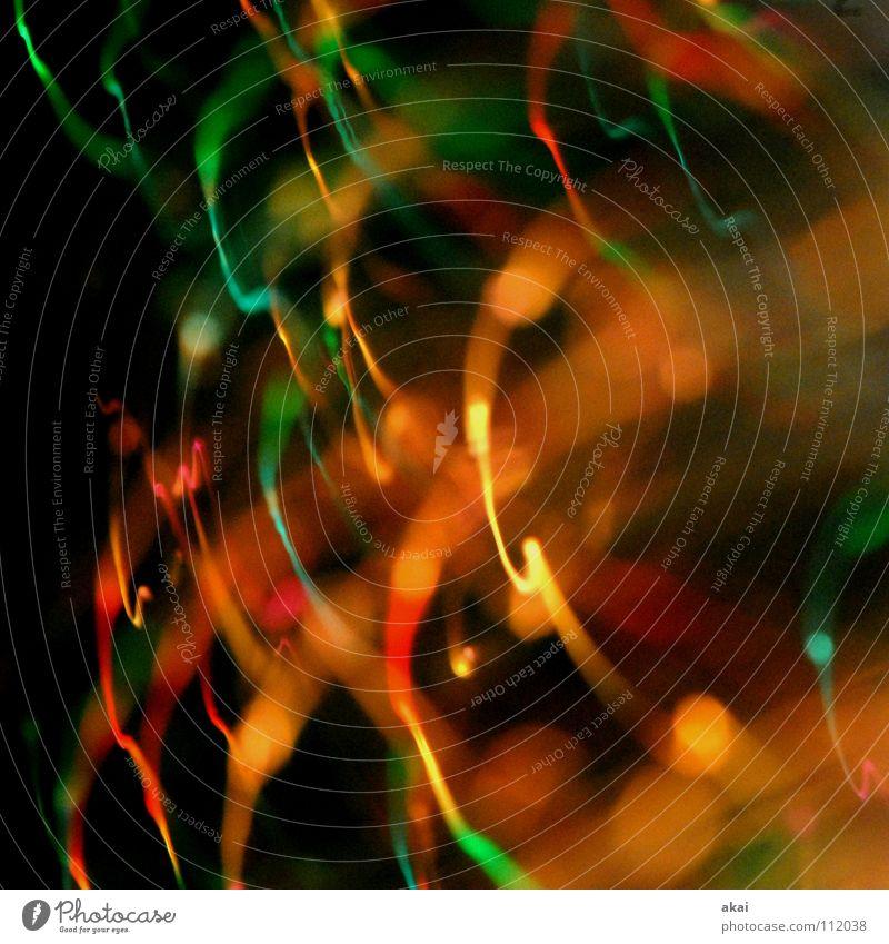 Ufo-Lichterspiel 12 Ufolampe Fernsehlampe Belichtung UFO krumm Lichtspiel Langzeitbelichtung Experiment Streifen Glasfaser Studie mehrfarbig rot gelb grün