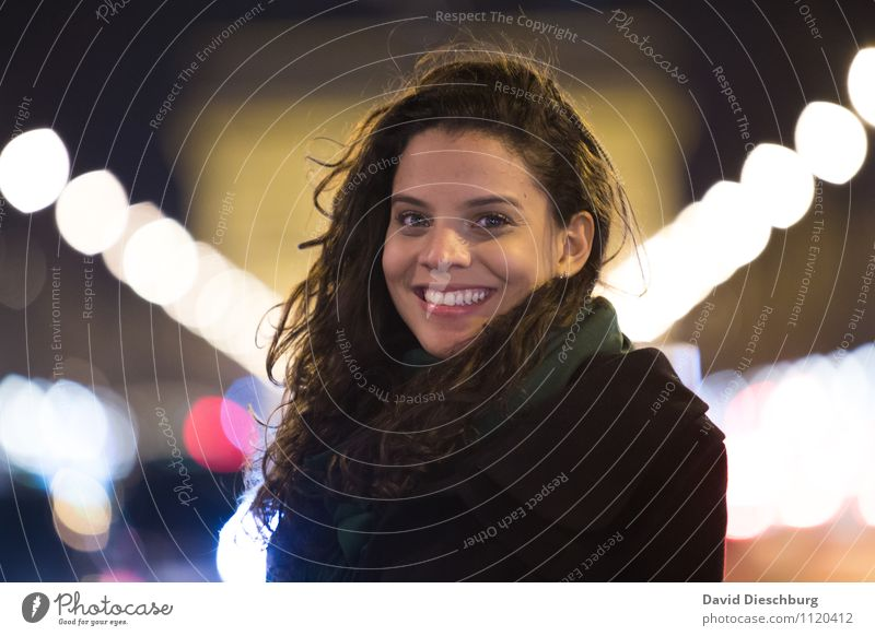 Sonnenschein am Abend Ferien & Urlaub & Reisen Tourismus Ausflug Sightseeing Städtereise Nachtleben feminin Frau Erwachsene Kopf Haare & Frisuren Gesicht 1