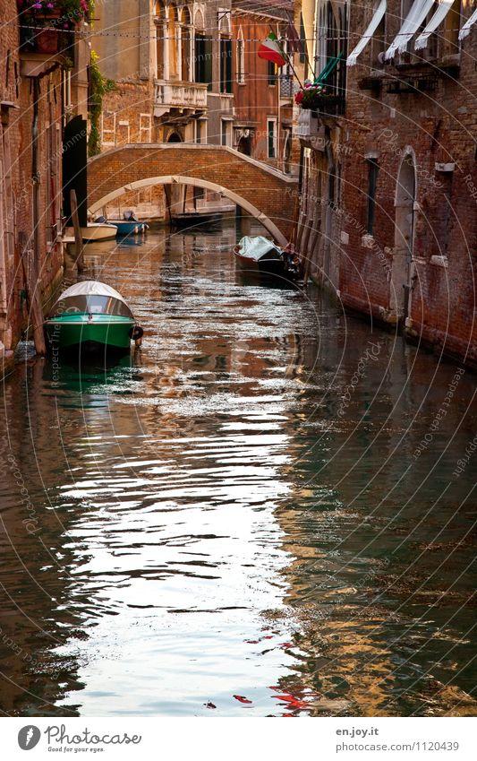 Wasserstraße Ferien & Urlaub & Reisen Stadt alt Sommer Haus Umwelt Fassade Idylle Tourismus Ausflug Brücke Italien Romantik Verfall Verkehrswege Sommerurlaub