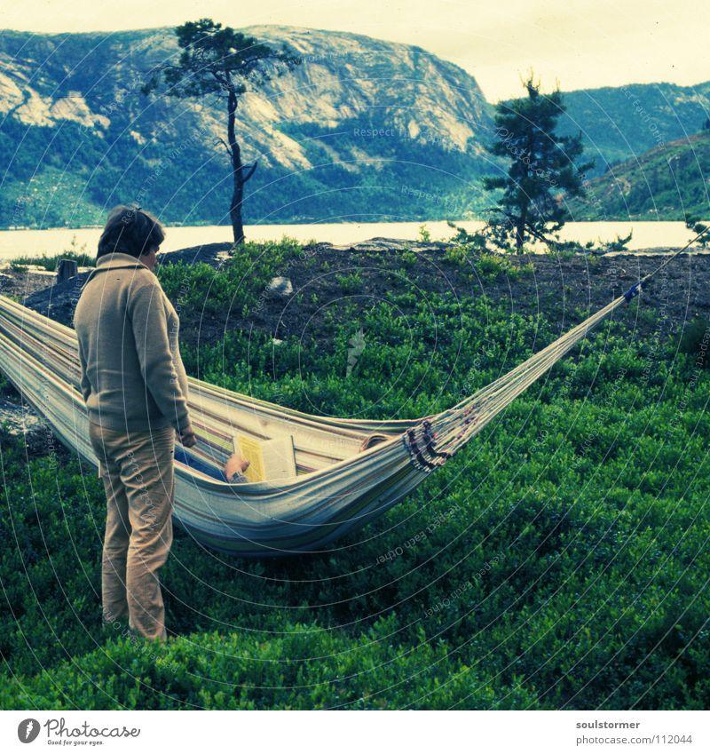 shake it, baby Frau alt grün Baum Einsamkeit ruhig Erholung Wiese Berge u. Gebirge sprechen Stein braun Freizeit & Hobby Insel Europa Bodenbelag