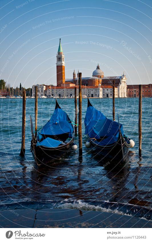 zwei Ferien & Urlaub & Reisen Tourismus Ausflug Sightseeing Städtereise Sommer Sommerurlaub Wolkenloser Himmel Schönes Wetter Insel San Giorgio Maggiore Lagune