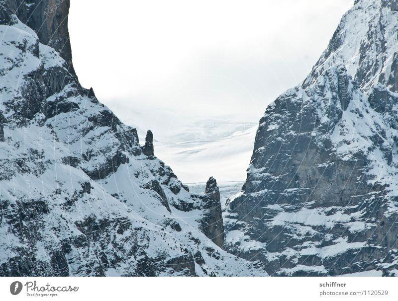 Mini Schreck Umwelt Natur Eis Frost Schnee Felsen Alpen Berge u. Gebirge Gipfel Schneebedeckte Gipfel kalt Gesteinsformationen Steilwand alpin steil