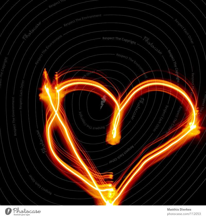 With Love Licht Lichtspiel Lichterkette Valentinstag rot gelb Stativ Langzeitbelichtung Strahlung Kurve Bilanz Statistik Verlauf Spuren tief Geschwindigkeit