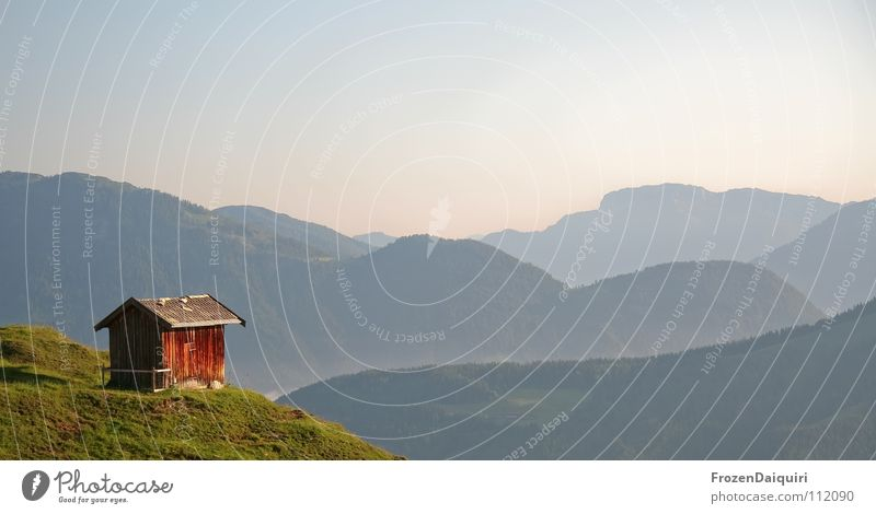 lonely planet Natur Himmel grün blau Pflanze Einsamkeit Wiese Gras Berge u. Gebirge Freiheit Landschaft wandern Nebel frei Horizont Aussicht