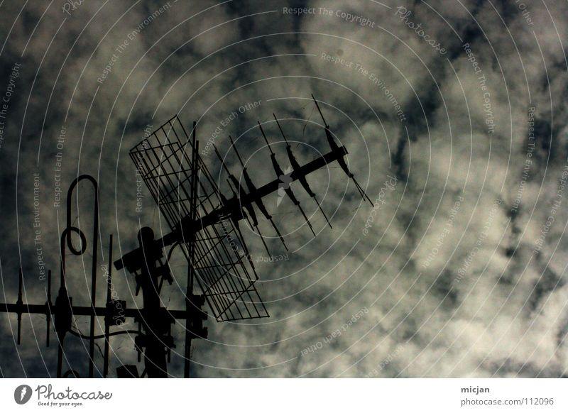 Watch over you Himmel alt Wolken schwarz Winter dunkel grau Wetter Kommunizieren Weltall Medien hören Fernsehen Strahlung Station Draht