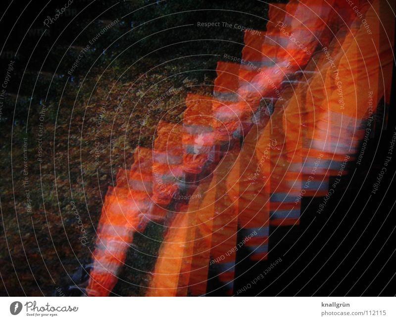 An trüben Tagen... Sicherheit schwarz dunkel gefährlich Herbst Blatt Dienstleistungsgewerbe Farbe orange bedrohlich Weste. Sicherheitsweste Fotokunst