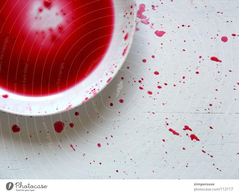 mangelnde Feinmotorik weiß rot Ernährung Farbe dreckig Wassertropfen Kochen & Garen & Backen Küche Gastronomie Teller Blut spritzen Haushalt Explosion Saft